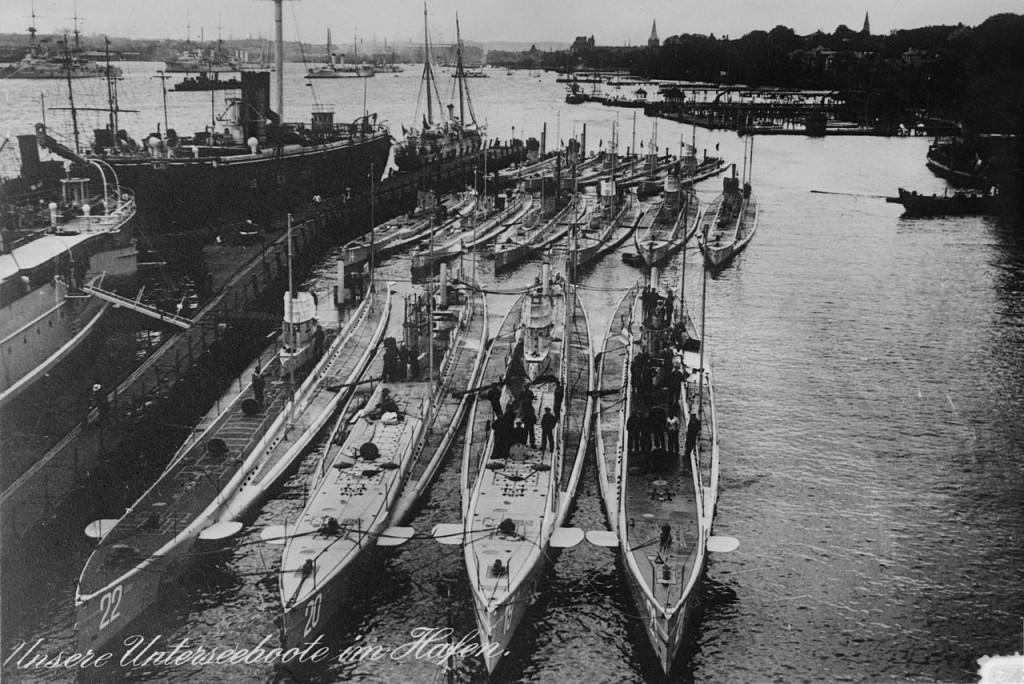 Submarinos alemanes U-17 en el puerto de Kiel |Wikimedia Commons