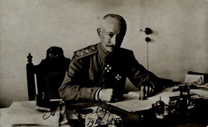 Brusílov posando apresuradamente mientras preparaba su ofensiva | Fuente