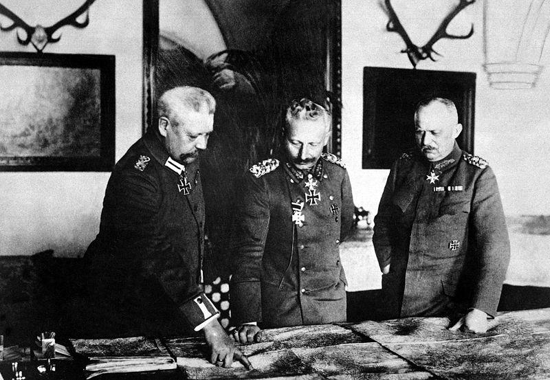 Hindenburg, Guillermo II y Ludendorff haciendo planes para liarla | Fuente
