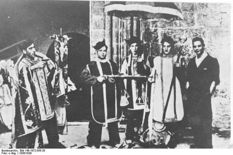 Revolucionarios de izquierdas asaltan una Iglesia en 1936 | Fuente