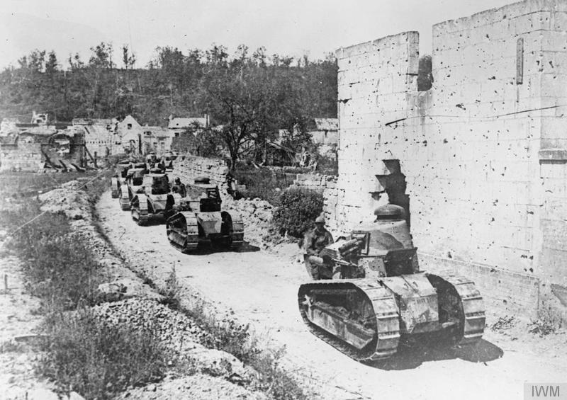Tanques Renault avanzando en agosto | Fuente