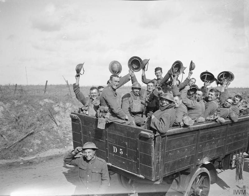 Soldados eufóricos pocos días después de traspasar la línea Hindenburg | Fuente