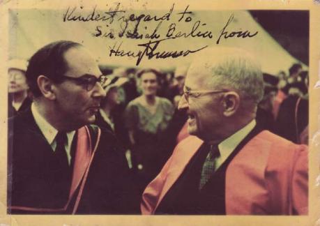 Berlin junto a Harry S. Truman durante su estancia en EE.UU. Fuente