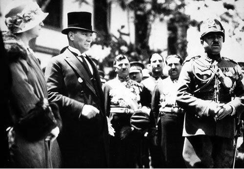 Atatürk y su esposa Lafite